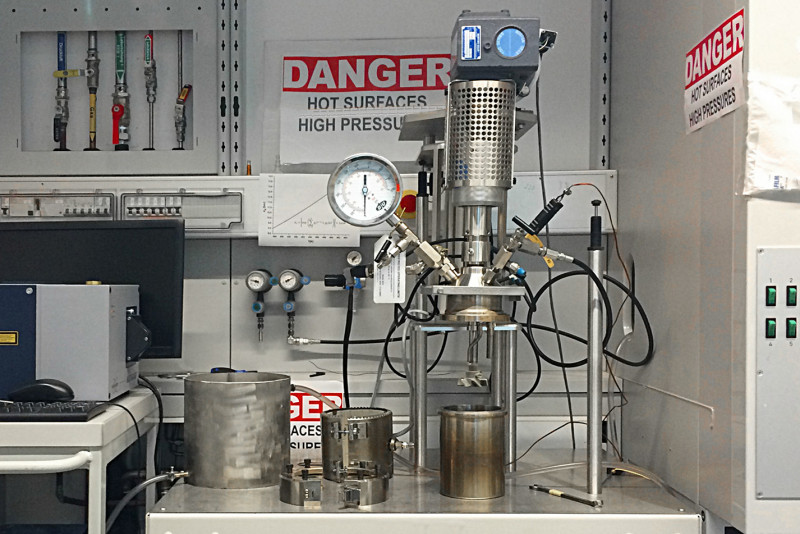 © Miriam Unterlass / TU Wien   1/4 images   1L steel reactor in the laboratory o